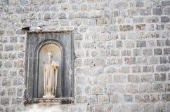 Figura esculpida en la ciudad vieja de Dubrovnik Fotos de archivo libres de regalías
