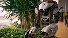 Figura feita da sucata do metal video estoque