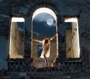 Figura femminile misteriosa Fotografia Stock Libera da Diritti