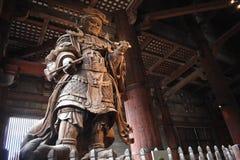 Figura japonesa del guerrero que protege a Buda fotografía de archivo libre de regalías