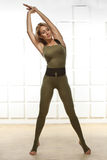 Figura magro atlética perfeita loura 'sexy' exercício ou fitnes da ioga Imagens de Stock Royalty Free