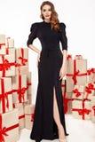 Figura magro fina revestimento à moda elegante da mulher 'sexy' nova bonita da composição da noite, coleção da roupa, morena, cai Fotografia de Stock Royalty Free