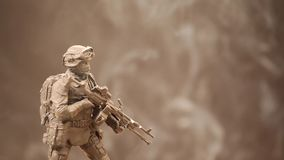 Figura metragem do soldado do hd do fundo do fumo video estoque