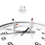 Figura miniatura emergencia de la enfermera de sexo masculino de la salud del concepto foto de archivo libre de regalías