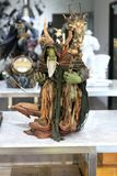 """Figura modello di Gul """"Dan del primo piano su esposizione alla m. Cafe fotografia stock"""