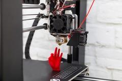 Figura moderna macro de la impresión de la impresora 3D del primer Tres automáticos imagenes de archivo
