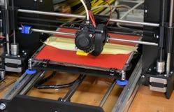 Figura moderna primo piano di stampa della stampante 3D Fotografie Stock Libere da Diritti
