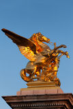 Figura no Pont de Alexander III, Paris Imagem de Stock Royalty Free