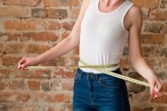 Figura perfeita da insegurança magro do peso da mulher do corpo Imagens de Stock Royalty Free