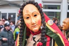 Figura variopinta di carnevale con la maschera amichevole immagini stock libere da diritti