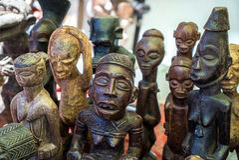 Figuras africanas de madeira cinzeladas Fotos de Stock Royalty Free