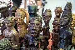 Figuras africanas de madera talladas Fotos de archivo libres de regalías
