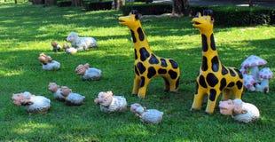 Figuras animales en el parque de la ciudad Foto de archivo