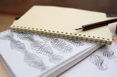 Figuras caligráficas abstractas aguja acentuada de dibujo de la mano Imagen de archivo