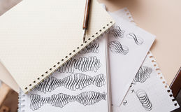 Figuras caligráficas abstractas aguja acentuada de dibujo de la mano Fotos de archivo libres de regalías