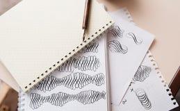 Figuras caligráficas abstratas mão que tira o estilete aguçado Fotos de Stock Royalty Free