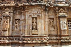 Figuras cinzeladas de vários formulários de Shiva, e o Devakoshthas, vista exterior da parede sourhern Templo de Virupaksha, Patt Fotografia de Stock