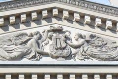 Figuras cinzeladas na construção do teatro de Bolshoy em Moscou Fotos de Stock