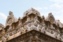 Figuras cinzeladas nas paredes, Chavundaraya Basadi, monte de Chandragiri, Sravanabelgola, Karnataka Fotos de Stock