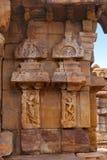 Figuras cinzeladas no mandapa de Nandi, templo de Mallikarjuna, complexo do templo de Pattadakal, Pattadakal, Karnataka Fotos de Stock Royalty Free