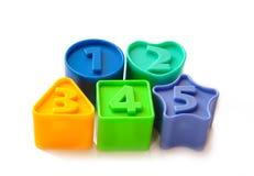 Figuras coloreadas con los números para los niños Foto de archivo