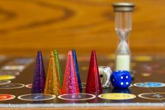 Figuras coloridas do jogo com dados a bordo Fotografia de Stock Royalty Free