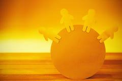 Figuras cortadas do papel azul no globo Imagem de Stock Royalty Free