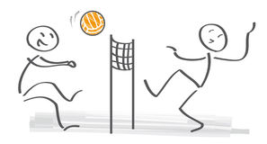 Figuras da vara que palying o voleibol na praia Fotografia de Stock