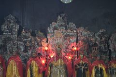 Figuras das deidades nos casacos de seda imagem de stock royalty free