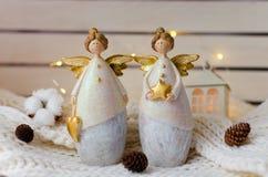 Figuras de ângulos do Natal com cones Imagens de Stock Royalty Free