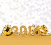 figuras de 2016 años y decoraciones de oro de la Navidad Imágenes de archivo libres de regalías