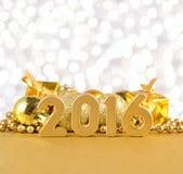 figuras de 2016 años y decoraciones de oro de la Navidad Fotografía de archivo libre de regalías