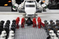 Figuras de acción de Darth Vader y el ejército de los soldados de caballería de tormenta Imagen de archivo