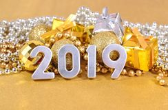 figuras de 2019 anos e decorações de prata do Natal Fotografia de Stock