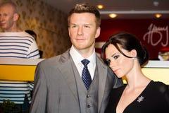 Figuras de cera de Victoria y de David Beckham fotos de archivo libres de regalías