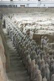 Figuras de la arcilla de guerreros y de caballos Fotos de archivo libres de regalías