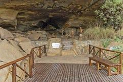 Figuras de la arcilla de la última gente larga de San (bosquimano) en cueva del castillo de Giants fotografía de archivo libre de regalías