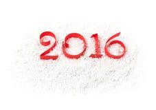 2016 figuras de la cinta de papel roja en la nieve Fotografía de archivo libre de regalías