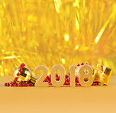 figuras de oro de 2018 años en un fondo del bokeh Imágenes de archivo libres de regalías