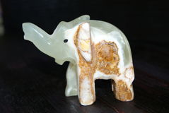 Figuras de pedra da felicidade feito a mão dos elefantes! imagens de stock