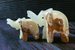Figuras de pedra da felicidade feito a mão dos elefantes! imagem de stock