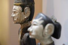 Figuras de piedra talladas antiguas de mujeres y de hombres Fotografía de archivo