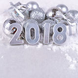 figuras de plata de 2018 años y decoraciones plateadas de la Navidad Imágenes de archivo libres de regalías