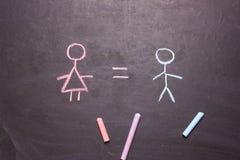Figuras de um homem e de uma mulher O conceito da igualdade, feminismo foto de stock royalty free