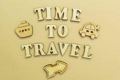 Figuras del aeroplano, del coche y de la nave, tiempo de la inscripción 'para viajar fotografía de archivo