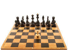Figuras del ajedrez en el tablero de ajedrez Imagen de archivo libre de regalías