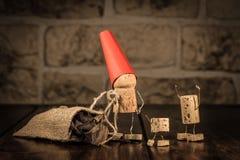 Figuras del corcho del vino, concepto Santa Claus con los presentes Imagen de archivo