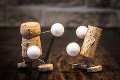 Figuras del corcho del vino, lucha de la caja del concepto Fotografía de archivo