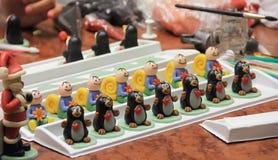 figuras del mazapán que modelan, preparación de las decoraciones dulces f Imagenes de archivo