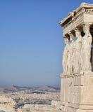 Figuras del pórtico de la cariátide del Erechtheion en la acrópolis en Atenas Imagen de archivo libre de regalías